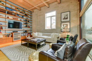 Downtown Loft - 17' Ceilings, Walking Distance to Rogers Place
