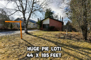 Wow!**Detached home 44 x 185 Foot Pie Lot**Ask 738,000!!!