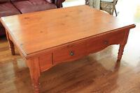table de salon avec rangement en bois franc