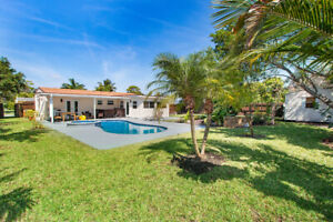 Lovely Lake Worth Pool House Florida 4 Beds/2 Bath