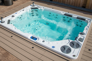 Deluxe Hydropool Self Cleaning Hottub