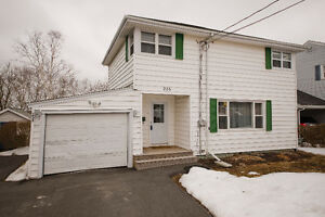258 Joffre - Exceptional Value in Hawthorn School District!