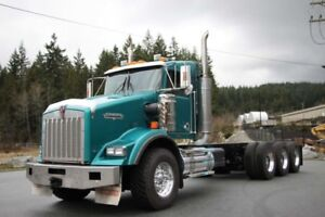 2005 Kenworth T800 Tri-Drive, Ext Daycab, 18 Spd, Loaded