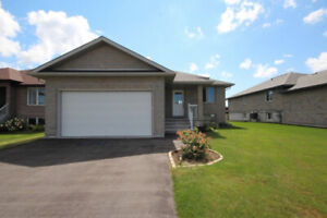 Well maintained 2+2 bedroom, 3 bath executive rental.
