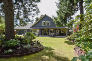 Luxury Living Close to Downtown Comox