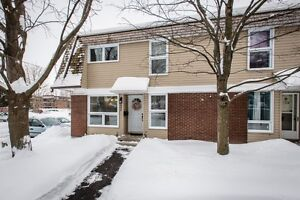 Amazing 4 Bdrm End Unit, 6 Appliances Included, Just move in!!!
