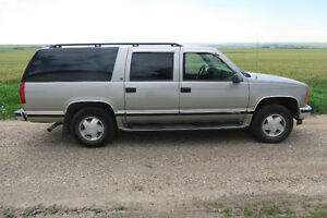 1999 GMC Suburban SLT SUV, Crossover
