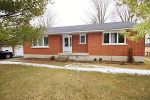 3 Bedroom Bungalow featuring 1.5 Bath & 1 Acre of Land !