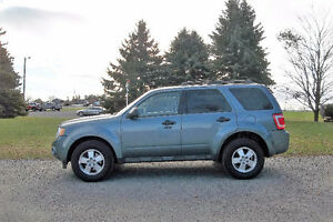 2012 Ford Escape XLT Crossover- 4 BRAND NEW TIRES!!  $10 950