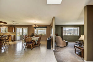 Lakeview House 3 Bed + Large SunRoom + 2 Baths + Deck Central Lo