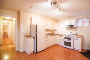 Bright Sunny 2 Bedroom Suite in Parksville, $1250