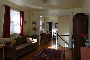 2-bedroom, 2-bathroom flat on Oxford near Oak Street