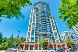 Open House 1 bed and den close to SKYTRAIN STATION!