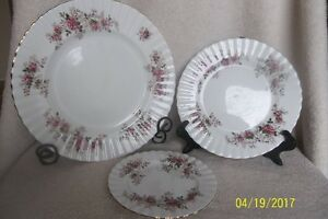 Royal Albert Lavender Rose Fine Bone China (100pc Set)