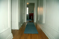 Big room in a downtown apartment 2 minutes away from metro