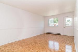 5 2/1 apartment  for rent , lasalle 950