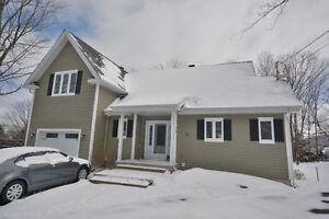 Superbe  Maison  a  louer  a  Bromont  avec  garage