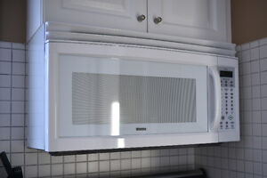"""KENMORE 1050W 30""""White Over the Range Microwave Oven Model 85420"""