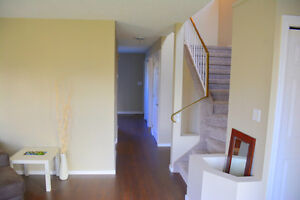 Beautiful, just renovated family beautiful house in Mill Woods