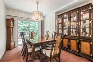 Imperial Dining Table, Chairs & 2 Piece Hutch