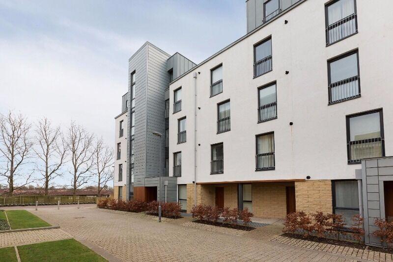 2 bedroom flat in Kimmerghame Path, Fettes, Edinburgh, EH4 2GN