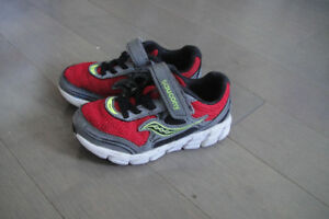 Saucony toddler Boy or  girl Mesh Leather sneakers shoes size 11