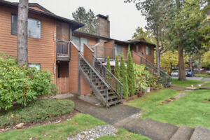 2 Bed, 2 Wash Townhouse in Surrey Near Guildford Mall