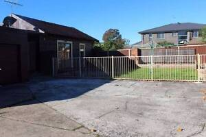 A STONE THROW AWAY FROM THE TRAIN STATION!!! Doonside Blacktown Area Preview