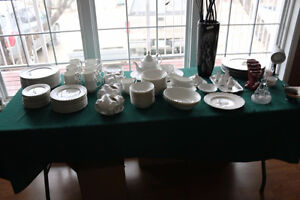 REDUCED ROYAL ALBERT CHANTILLY 12 PLACE SETTING & SERVING PIECES