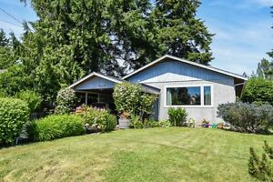 ADORABLE RANCHER in the heart of downtown Courtenay City!!