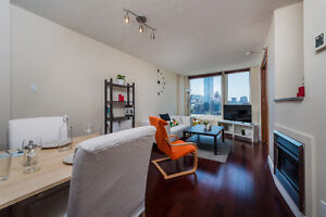LUXURY Apartment Downtown Montreal, Metro Place-d'Armes