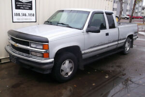 1997 CHEVORLET 4X4 ONLY 129,000 K.M NO RUST NICE TRUCK