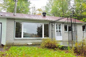 beautiful Lake front cottage 45min from Ottawa, 10min to Golf