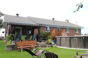 Maison unifamiliale -Garage-Piscine-Foyer-Pintendre