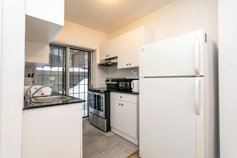 Downtown Sherbrooke Metro apartment furnished | Locations ...