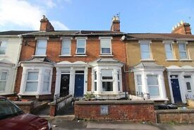 Spacious 3/4 Bed OLD TOWN Swindon (Lounge & Sep Dining Room) House to Rent - 3 Storey - Immaculate