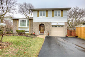 Cozy Detached Sidesplit Home In Southeast Oakville!
