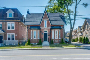 Beautiful 2+1 Bdrm Heritage Home In The Heart Of Maple