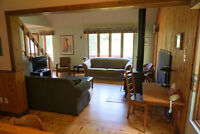 NEW YEAR SPECIAL Exec Chalet 4-br GATINEAU PK Woodstove WiFi