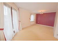 FLATSHARE - Stunning, double bedroom in a two bedroom flat