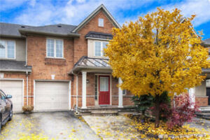 NEW LISTING! 3 Bedroom Townhouse is Beautiful Oakville For Rent.