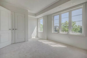 HUGE ROOM FOR RENT IN OSHAWA (FEMALE ONLY)