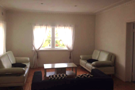 Room share in Manly North girls only home no extra bills +wifi