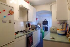 Blackheath Superb Large Room opening out onto enclosed garden close to all amenities fully furnished