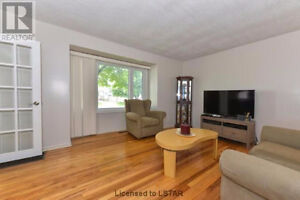 Luxury female only student house walking distance to Fanshawe