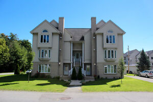 Beautiful 2 bedroom condo available June 1st/July 1st
