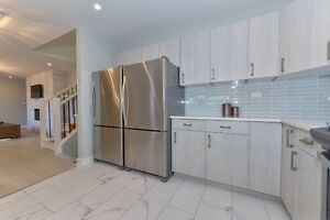 North London,new, furnished, short term rent, private bathrooms. London Ontario image 6