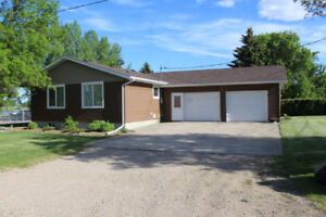 Renovated 3 Bdrm Bungalow for Sale in Roblin, MB!