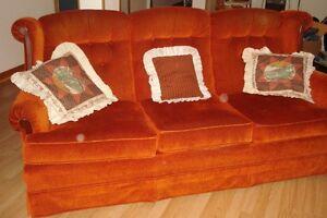 Sofa 3 places en tissus du genre velours