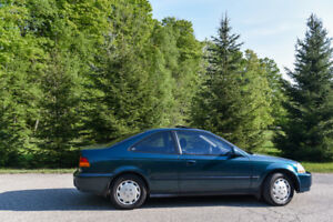 A Classic 1998 Honda Civic Coupe Si - 5 Speed Manual